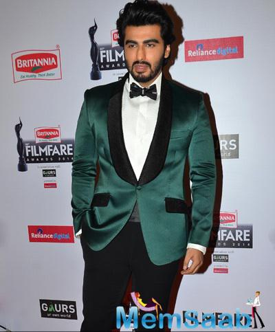 Arjun Kapoor Posed At 60th Britannia Filmfare Awards 2015