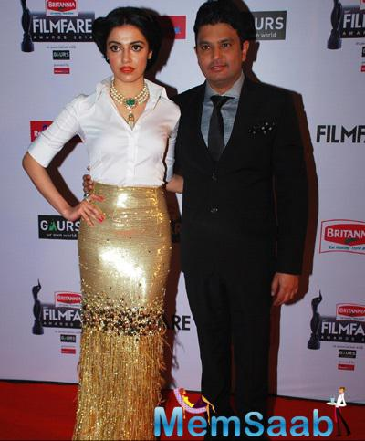 Divya Khosla And Hubby Bhushan Kumar Posed On Red Carpet At 60th Britannia Filmfare Awards 2015