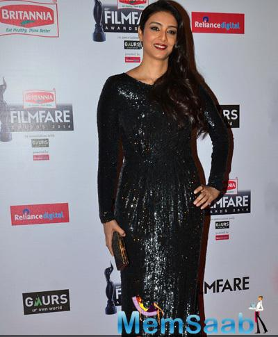 Tabu In Vizyon Black Outfit At 60th Britannia Filmfare Awards 2015