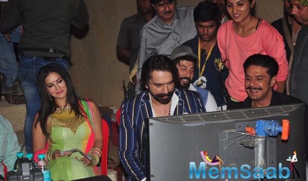 Sunny Leone Clicked On The Sets Of Her Film Ek Paheli Leela