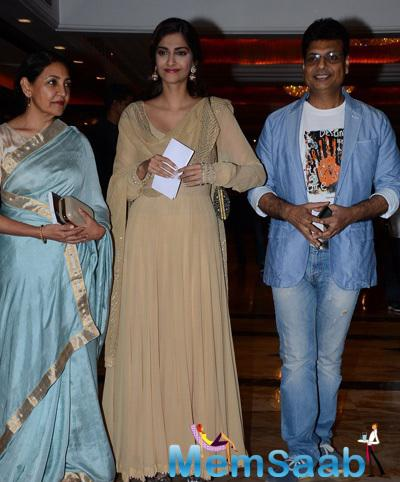 Sonam Kapoor Launched Lyricist Irshad Kamil's Book Earlier Today At An Event In Mumbai