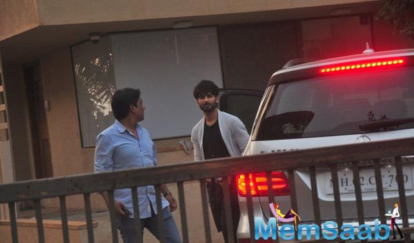 Shahid Kapoor Was Not So Pleasantly Surprised When He Spotted The Paps Near His Home