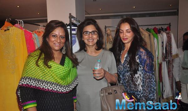 Neetu Singh And Seema Khan Posed During The Araaish Exhibition 2015