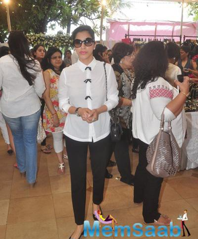 Sophie Choudry Arrived At The Araaish Exhibition 2015