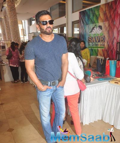 Sunil Shetty Strikes A Pose During The Araaish Exhibition 2015