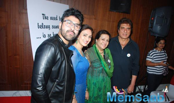 Aarya Babbar Posed With Sister Juhi,Mom Nadira And Dad Raj Babbar At His Book Launch Event