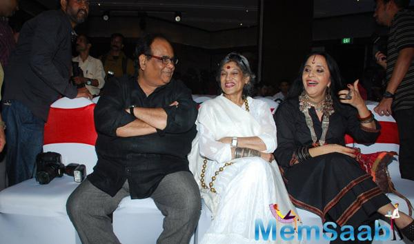 Satish Kaushik,Dolly Thakore And Ila Arun Cool Chatting During Aarya Babbar Book Launch Event