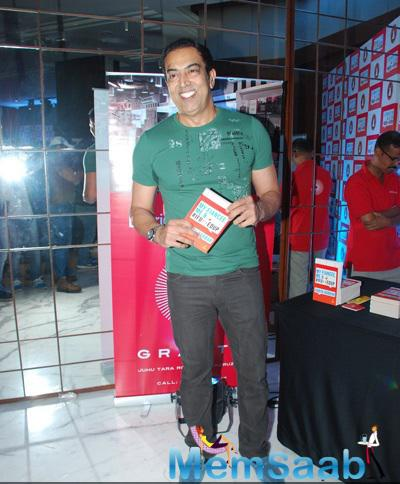 Vindu Dara Singh Flashes Smile During The Book Launch Of Aarya Babbar