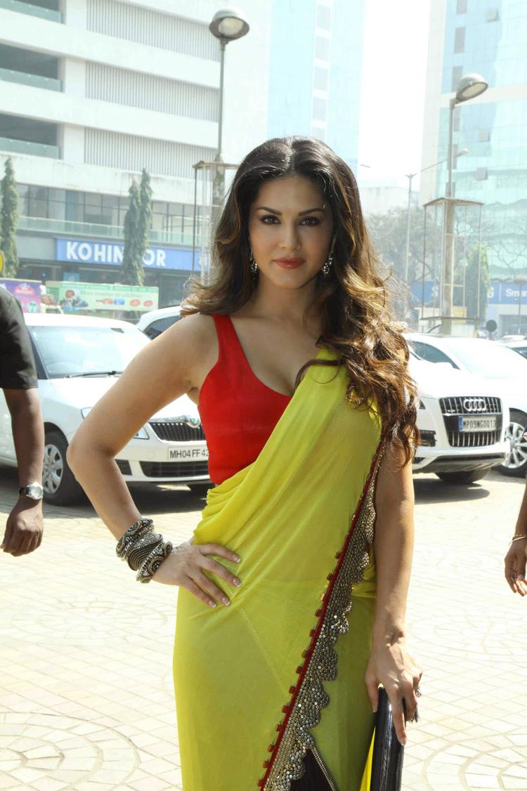 Sunny Leone Beautiful Look During The Trailer Launch Of Ek Paheli Leela Movie