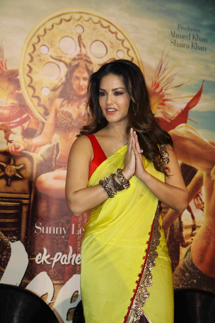 Sunny Leone Greets Media During The Trailer Launch Of Ek Paheli Leela Movie