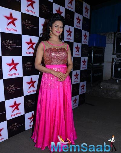 Divyanka Tripathi Strike A Pose For Shutterbug At Star Valentine Day Event