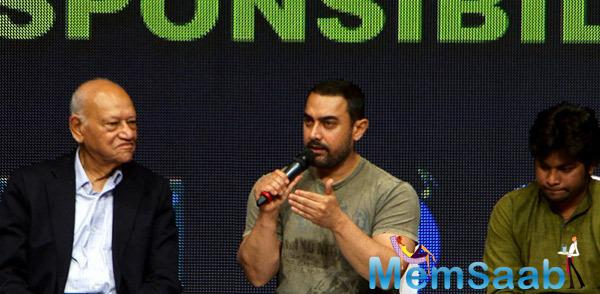 Aamir Khan Interacting With Media During Ygf 2015 Against Corruption Event