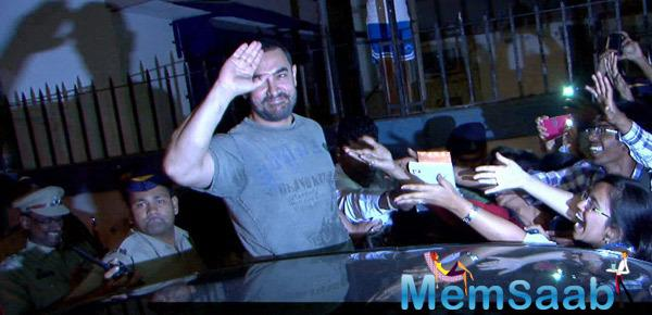 Bollywood's Mr. Perfectionist Waves A Goodbye To His Fans And The Paparazzi After The Event