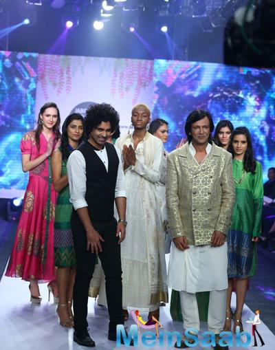 Kay Kay Menon Pose With Designer At Jabong Online Fashion Week