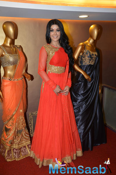 Koena Mitra Stunning Look During The Launch Of Designer Gagan Kumar Store