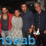 Varun Pose With Other Celebs During Badlapur Special Screening
