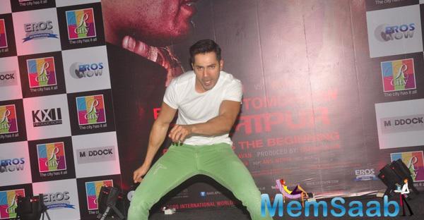 Varun Dhawan Danced During Badlapur Promotions At R City Mall