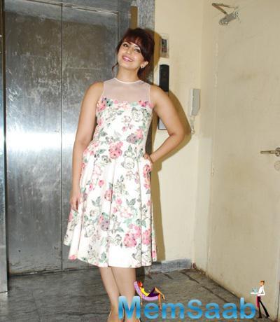 Huma Qureshi Posed During The Screening Of Badlapur Movie