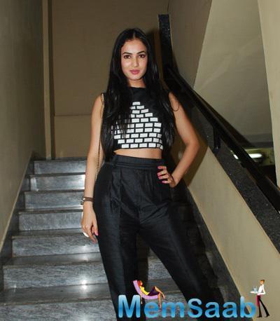 Sonal Chauhan Beautiful Look During The Screening Of Badlapur Movie