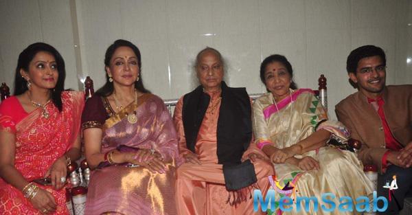 Asha Bhosle, Hema Malini At Launch Of Dr Veena Mundhra's Shri Hari Vani Gita