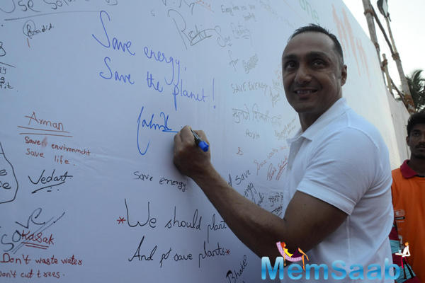 Rahul Bose Writes Some Quotations During The 4.5 Kms Runathon Event