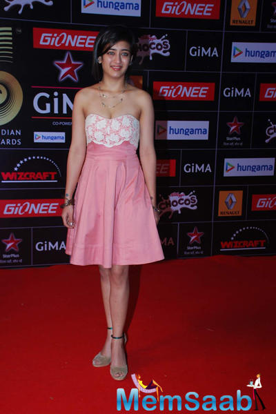 Akshara Hassan Sported A Flirty Pink Dress In Red Carpet At The GiMA 2015 Awards