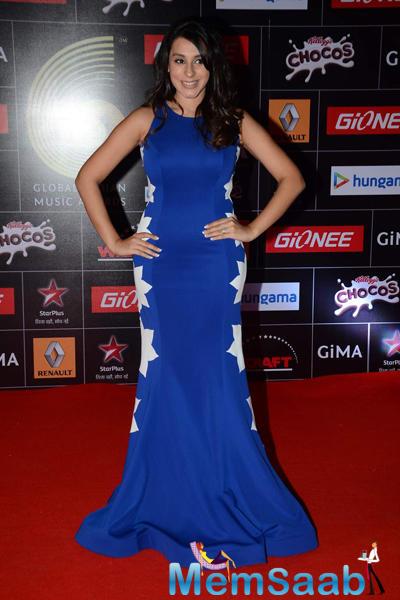 Anindita Nayar Posed On Red Carpet At The GiMA 2015 Awards