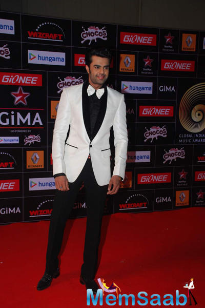 Manish Paul Dazzled On Red Carpet At The GiMA 2015 Awards