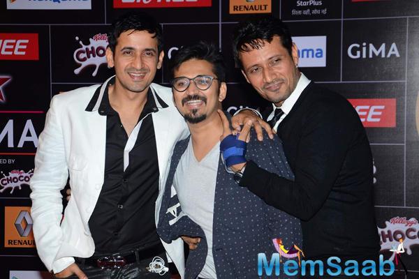 Manmeet Gulzar And Harmeet Gulzar Cool Pose At The GiMA 2015 Awards