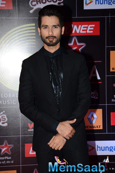 Shahid Kapoor Spotted Dressed In A Well-Cut Suit At The GiMA 2015 Awards