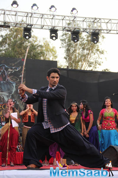 Sushant Singh Rajput In Action Pose On The Stage During Byomkesh Bakshi Fashion Showcase 2015