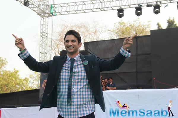 Sushant Singh Rajput Posed On Ramp During Byomkesh Bakshi Fashion Showcase 2015
