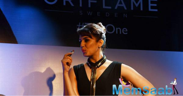 Huma Qureshi Pose With Oriflame's New Makeup Range Lipstick