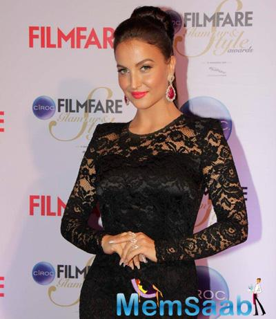 Elli Avram Stunning Look At The Ciroc Filmfare Glamour And Style Awards 2015