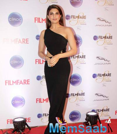 Jacqueline Fernandez Wearing A Black Gown At The Ciroc Filmfare Glamour And Style Awards 2015