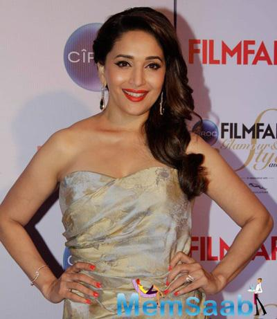 Madhuri Dixit Gorgeous Look At The Ciroc Filmfare Glamour And Style Awards 2015