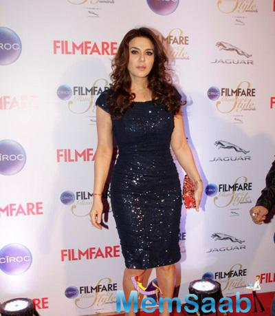 Preity Zinta Wore A Midi Dress Posed At The Ciroc Filmfare Glamour And Style Awards 2015