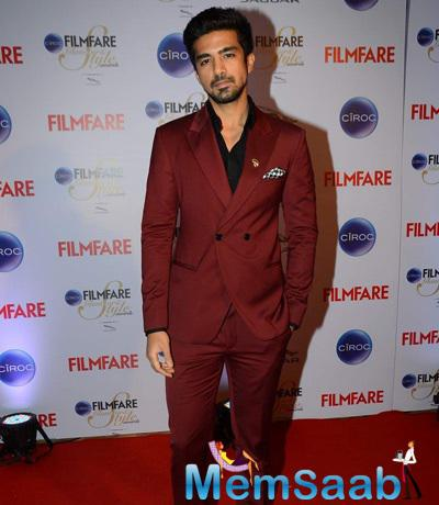 Saqib Saleem Posed For Camera At The Ciroc Filmfare Glamour And Style Awards 2015