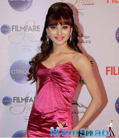Urvashi Rautela Attractive Look At The Ciroc Filmfare Glamour And Style Awards 2015