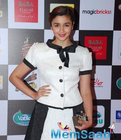 Alia Bhatt Cute Look At The 7th Mirchi Music Awards 2015