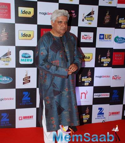 Javed Akhtar Posed At The 7th Mirchi Music Awards 2015