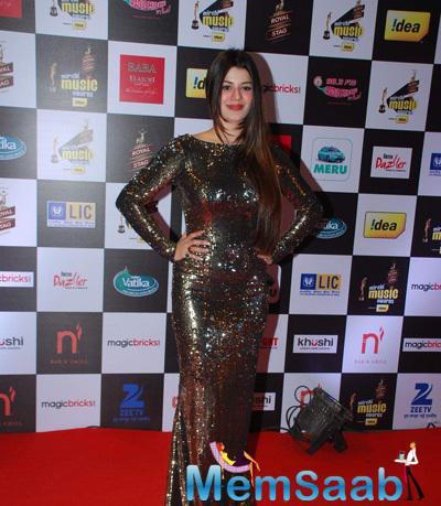 Kainaat Arora Stunning Look At The 7th Mirchi Music Awards 2015