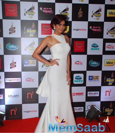 Karishma Tanna Dazzled In White Gown At The 7th Mirchi Music Awards 2015