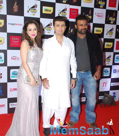 Sonu Nigam Posed At The 7th Mirchi Music Awards 2015