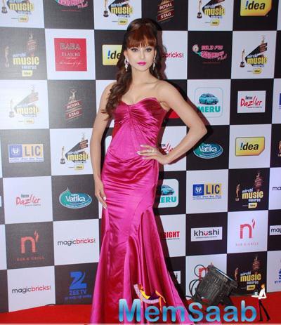 Urvashi Rautela Beautiful Radiant Look At The 7th Mirchi Music Awards 2015