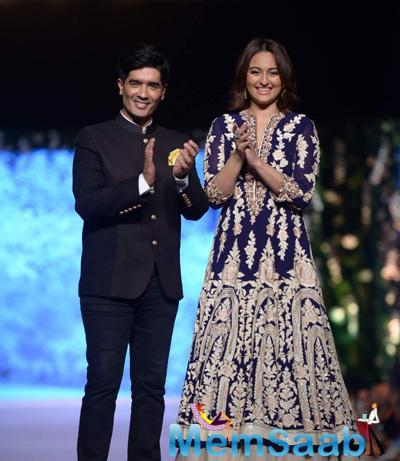 Sonakshi Sinha Graced The Ramp With Designer Manish Malhotra During The 10th Annual Caring With Style Fashion Show