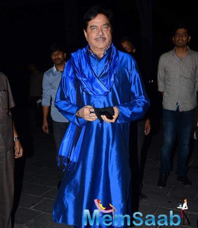 Shatrughan Sinha Posed For Camera At Tulsi Kumar And Hitesh Wedding Reception