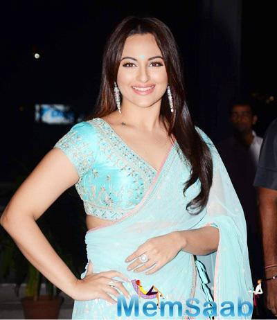 Sonakshi Sinha Flashes Smile At Tulsi Kumar And Hitesh Wedding Reception
