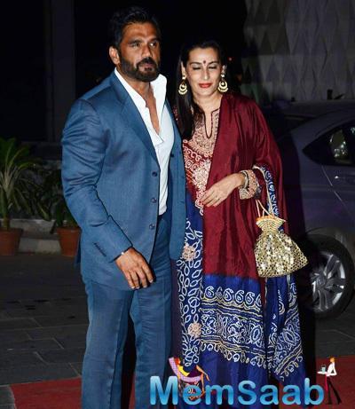 Sunil Shetty And Wife Mana Shetty Posed For Camera At Tulsi Kumar And Hitesh Wedding Reception