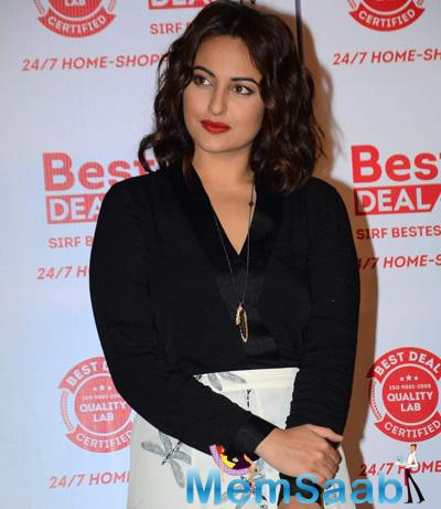 Sonakshi Sinha Gorgeous Look In Red Lippy At The Launch Of Best Deal TV Channel